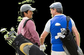 ゴルフをする男性達